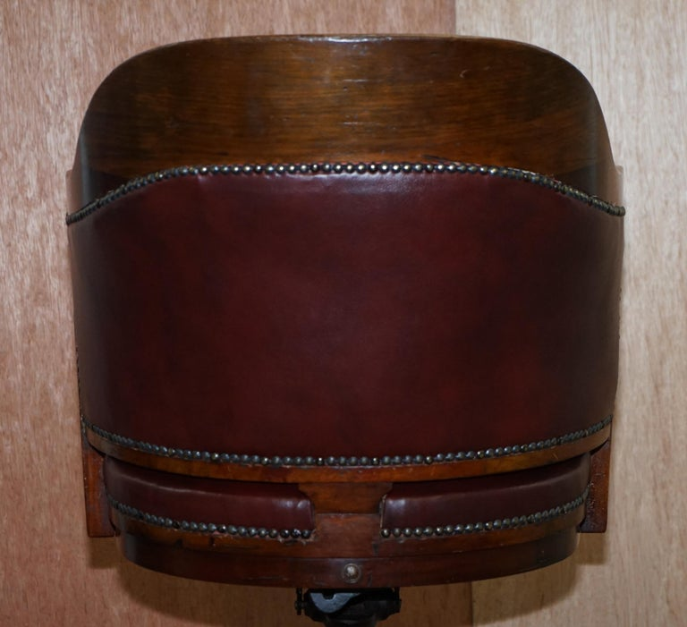 1900 Wylie & Lochhead by Appointment to the King Oxblood Leather Captains Chair For Sale 9