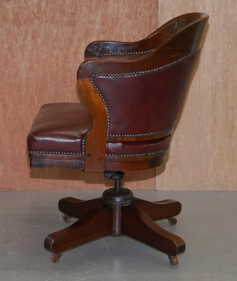 1900 Wylie & Lochhead by Appointment to the King Oxblood Leather Captains Chair For Sale 11