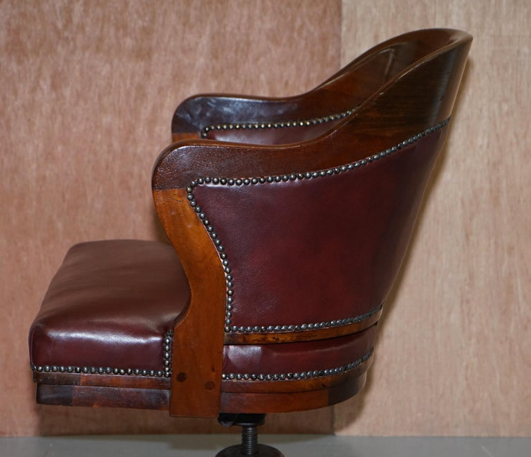 1900 Wylie & Lochhead by Appointment to the King Oxblood Leather Captains Chair For Sale 12