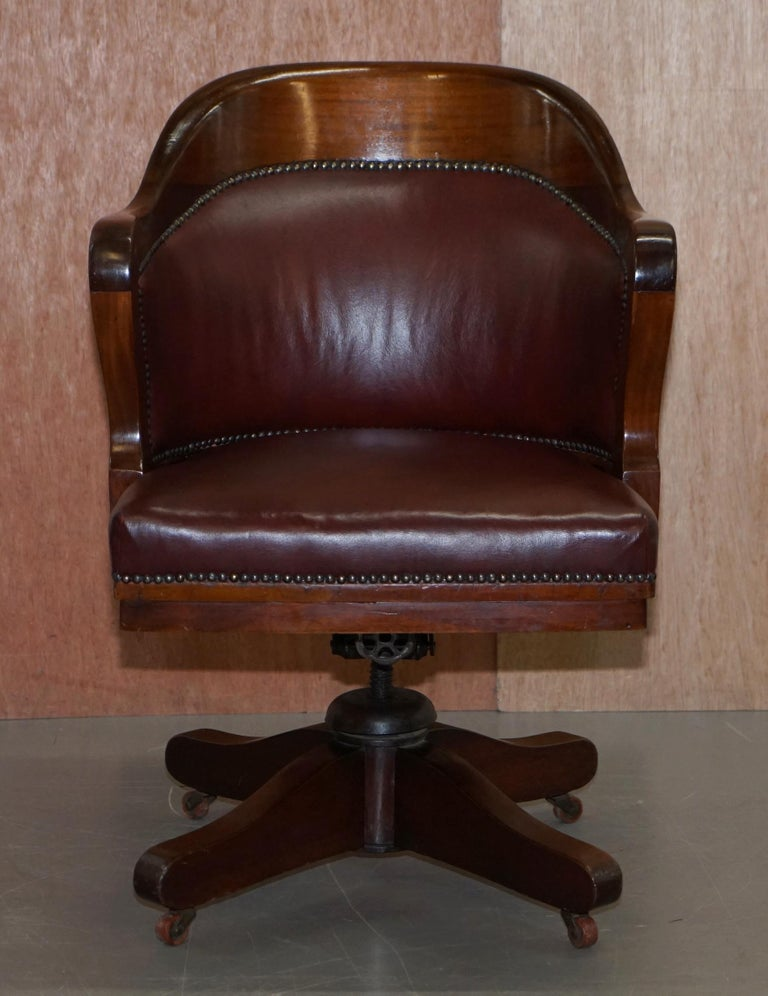Late Victorian 1900 Wylie & Lochhead by Appointment to the King Oxblood Leather Captains Chair For Sale