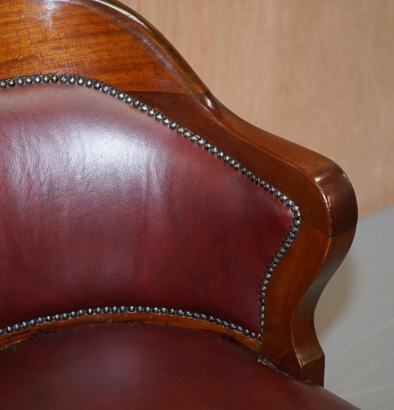 Early 20th Century 1900 Wylie & Lochhead by Appointment to the King Oxblood Leather Captains Chair For Sale