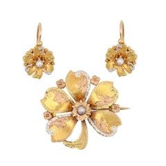 1900s 18 Karat Gold Natural Pearl Brooch Lever-Back Earrings Set