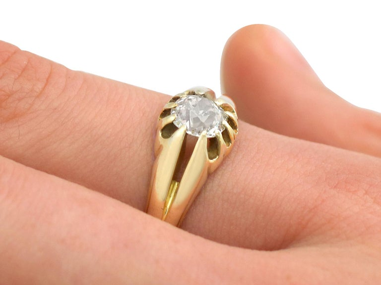 Antique 1900s Diamond and Yellow Gold Ring For Sale 2