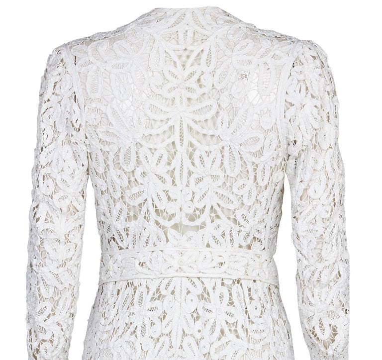 1900s Antique White Battenburg or Princess Tape Lace Bridal Dress Jacket In Excellent Condition For Sale In London, GB
