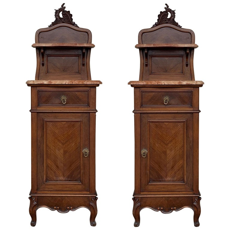 1900s, Art Nouveau Pair of Walnut Nightstands with Crest and Marble Top For Sale