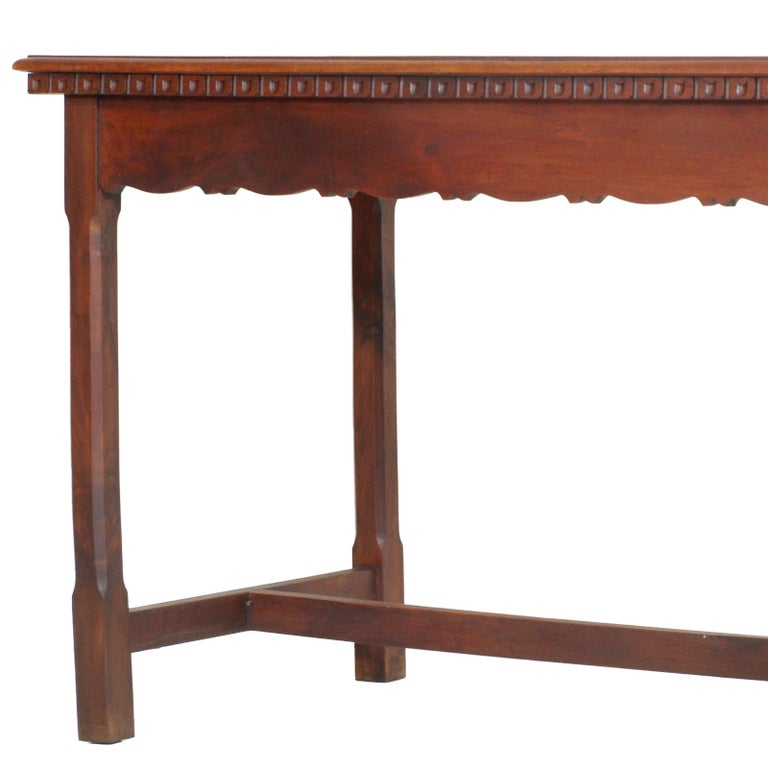 1900s Wiener Occasional table or writting desk in Walnut Restored wax Polished In Good Condition For Sale In Vigonza, Padua