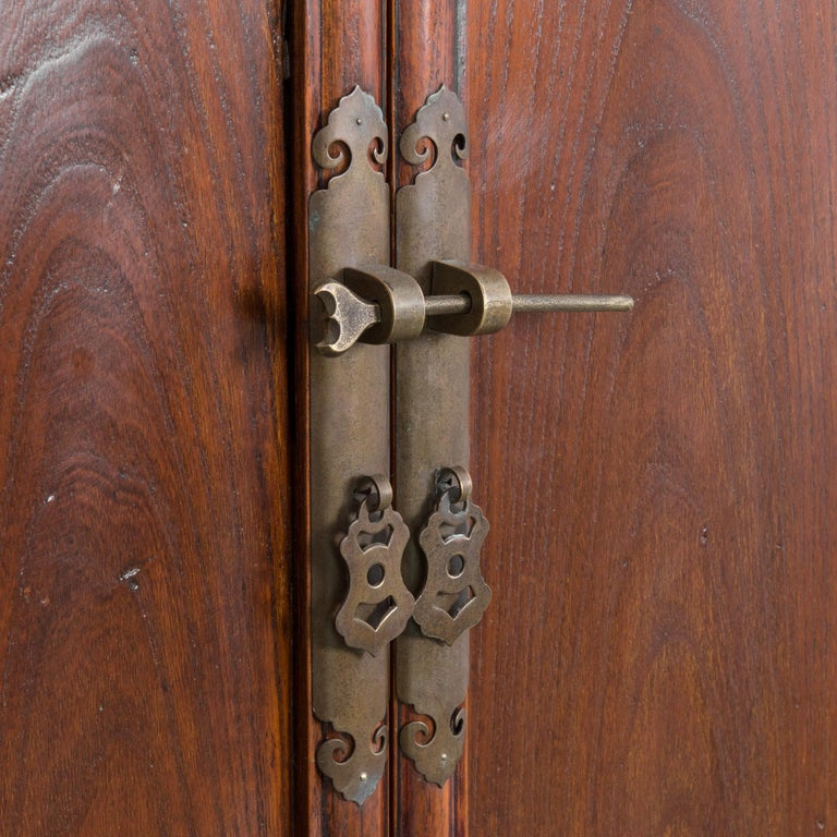1900s Chinese Wooden Armoire For Sale 6