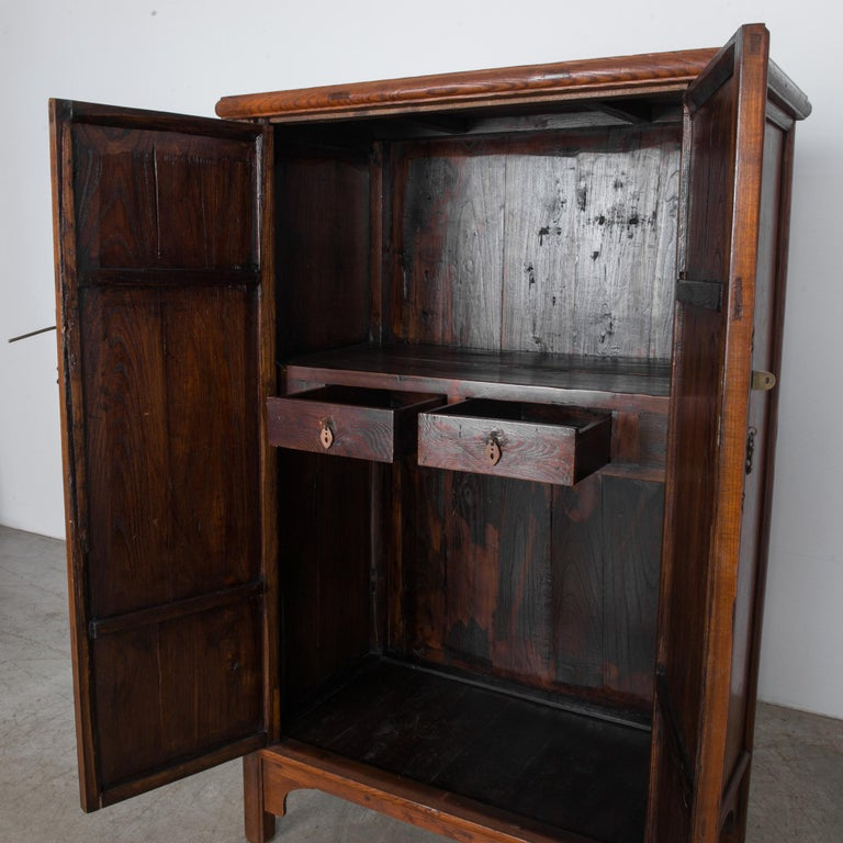 1900s Chinese Wooden Armoire For Sale 1