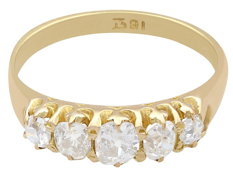 Antique 1900s Diamond and Yellow Gold Five-Stone Ring In Excellent Condition For Sale In Jesmond, Newcastle Upon Tyne