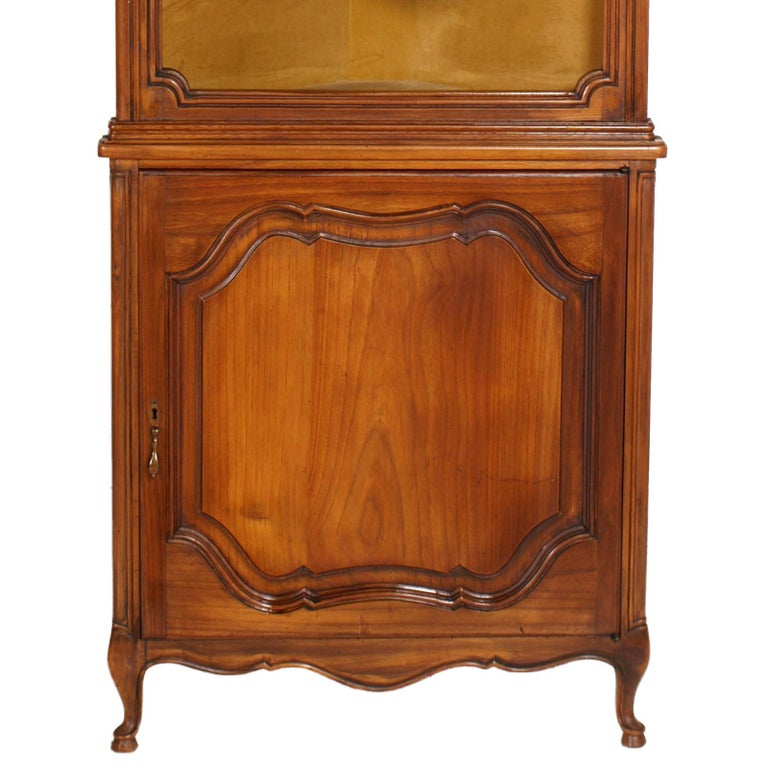 1900s, Italian Baroque Corner Cupboard Bookcase, Restored, Wax-Polished In Good Condition For Sale In Vigonza, Padua