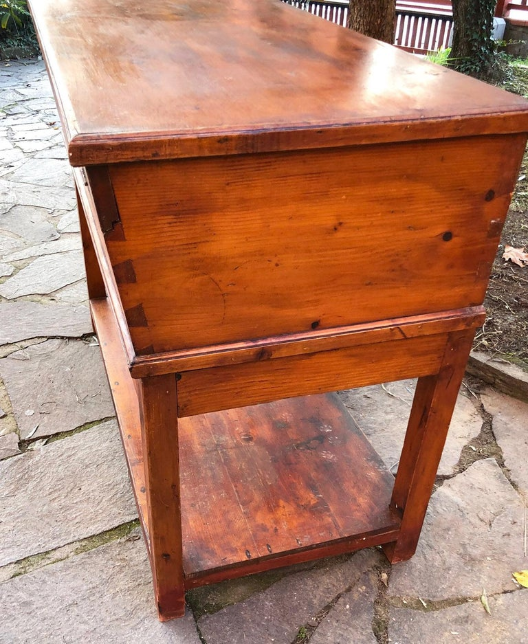 1900s Sideboard in Original Antique Tuscan Fir, with Opening Door In Good Condition For Sale In Buggiano, IT