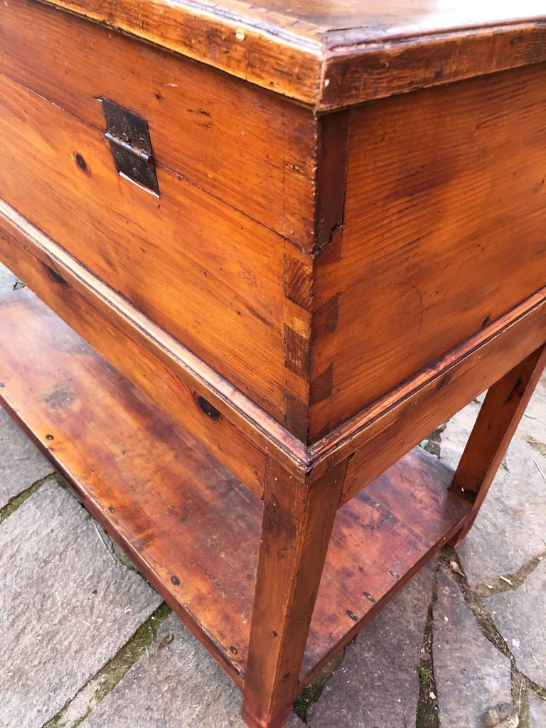 1900s Sideboard in Original Antique Tuscan Fir, with Opening Door For Sale 3