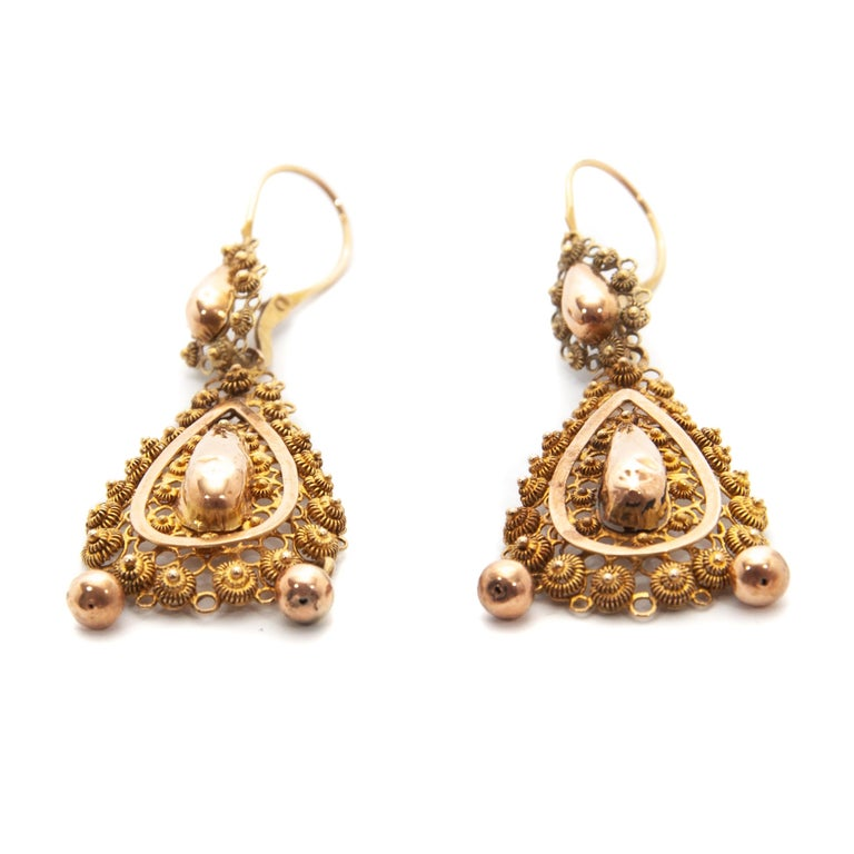 Victorian Filigree 14 Karat Yellow Gold Dangle Earrings In Good Condition For Sale In Rotterdam, NL