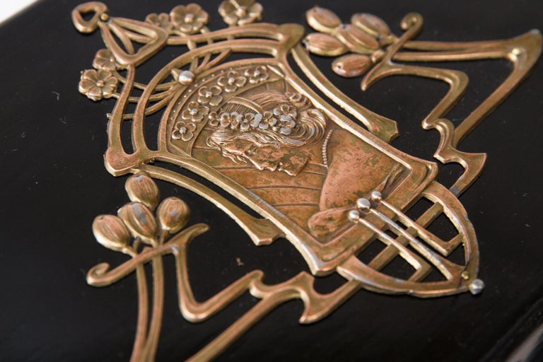 European 1900th Art Nouveau Jewelry Box with Application For Sale