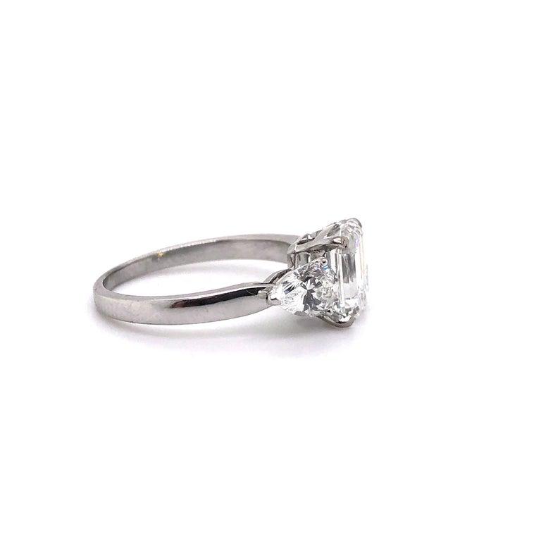 1.91 Carat E VVS2 GIA Certified Emerald Cut Diamond Ring In Excellent Condition For Sale In Idar-Oberstein, DE
