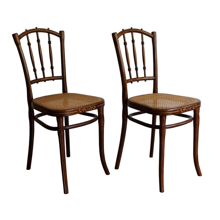 1910 Art Nouveau Pair of Dining Chairs by Thonet Austria For Sale
