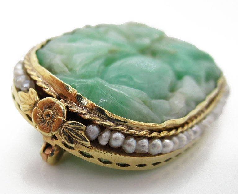 Round Cut 1910 Arts & Crafts 14 Karat Yellow Gold Carved Jade and Seed Pearl Brooch For Sale
