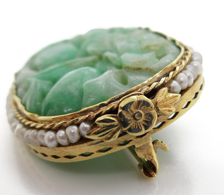 1910 Arts & Crafts 14 Karat Yellow Gold Carved Jade and Seed Pearl Brooch In Good Condition For Sale In Lexington, KY