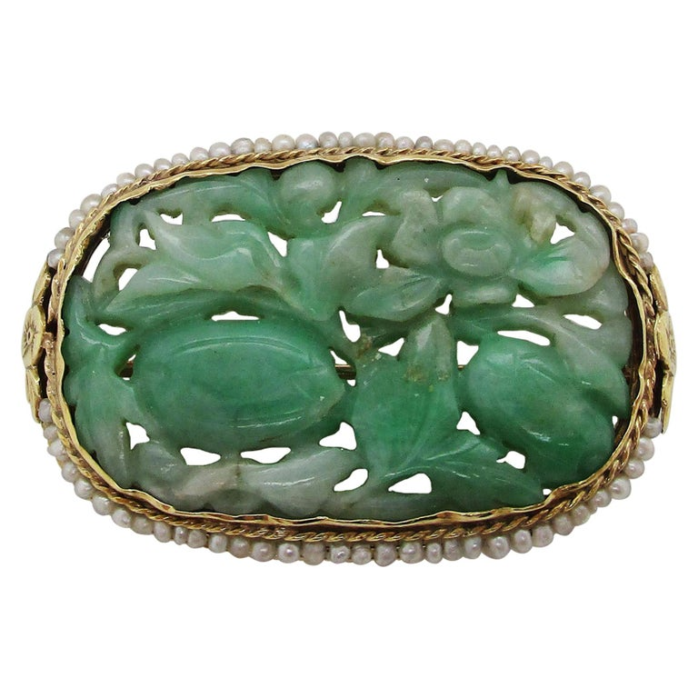1910 Arts & Crafts 14 Karat Yellow Gold Carved Jade and Seed Pearl Brooch For Sale