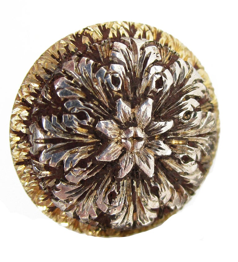 1910 Edwardian Hand Engraved 18 Karat Two-Tone Flower Cufflinks In Excellent Condition For Sale In Lexington, KY
