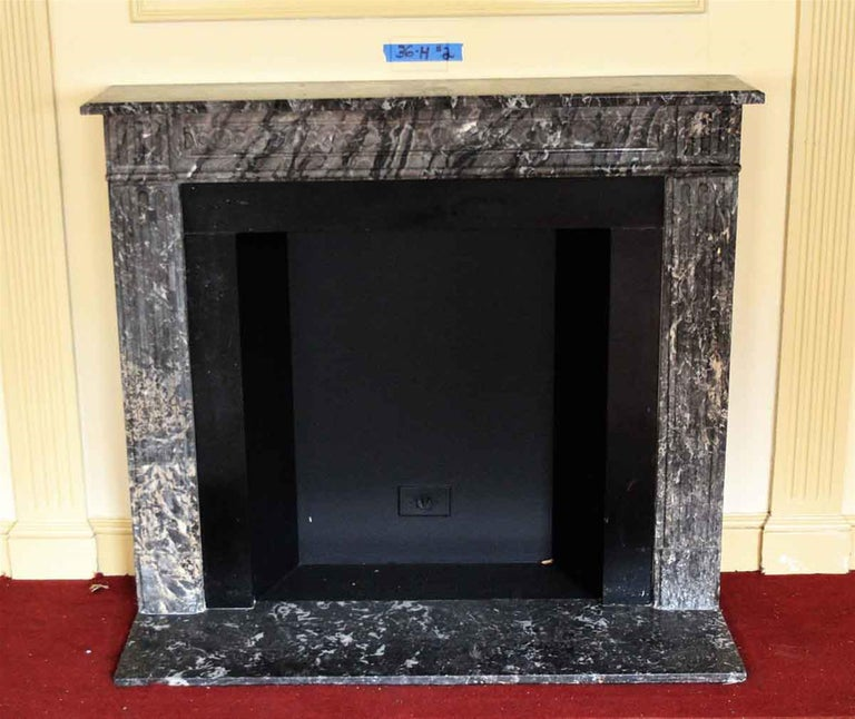 1910 NYC Waldorf Astoria Hotel French Regency Louis XVI Marble Mantel In Good Condition For Sale In New York, NY