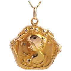 1910s Antique Art Nouveau 18 Karat Gold Mother Locket Pendant