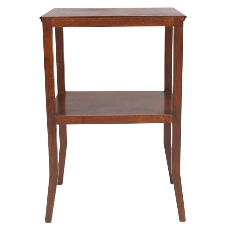 1910s Art Nouveau Side Table Coffee Table in Walnut Restored and Wax-Polished In Good Condition For Sale In Vigonza, Padua