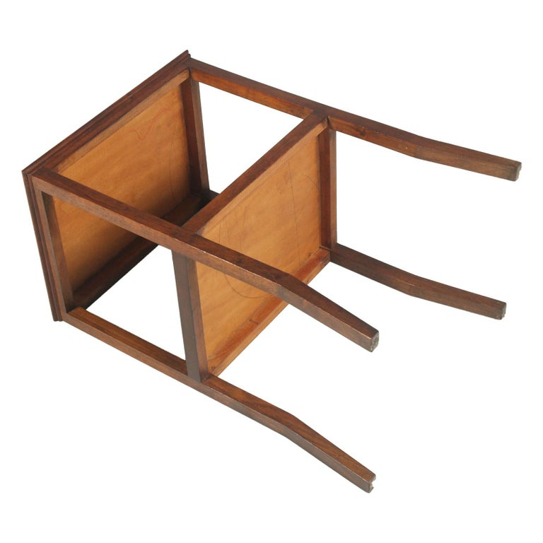 1910s Art Nouveau Side Table Coffee Table in Walnut Restored and Wax-Polished For Sale 2
