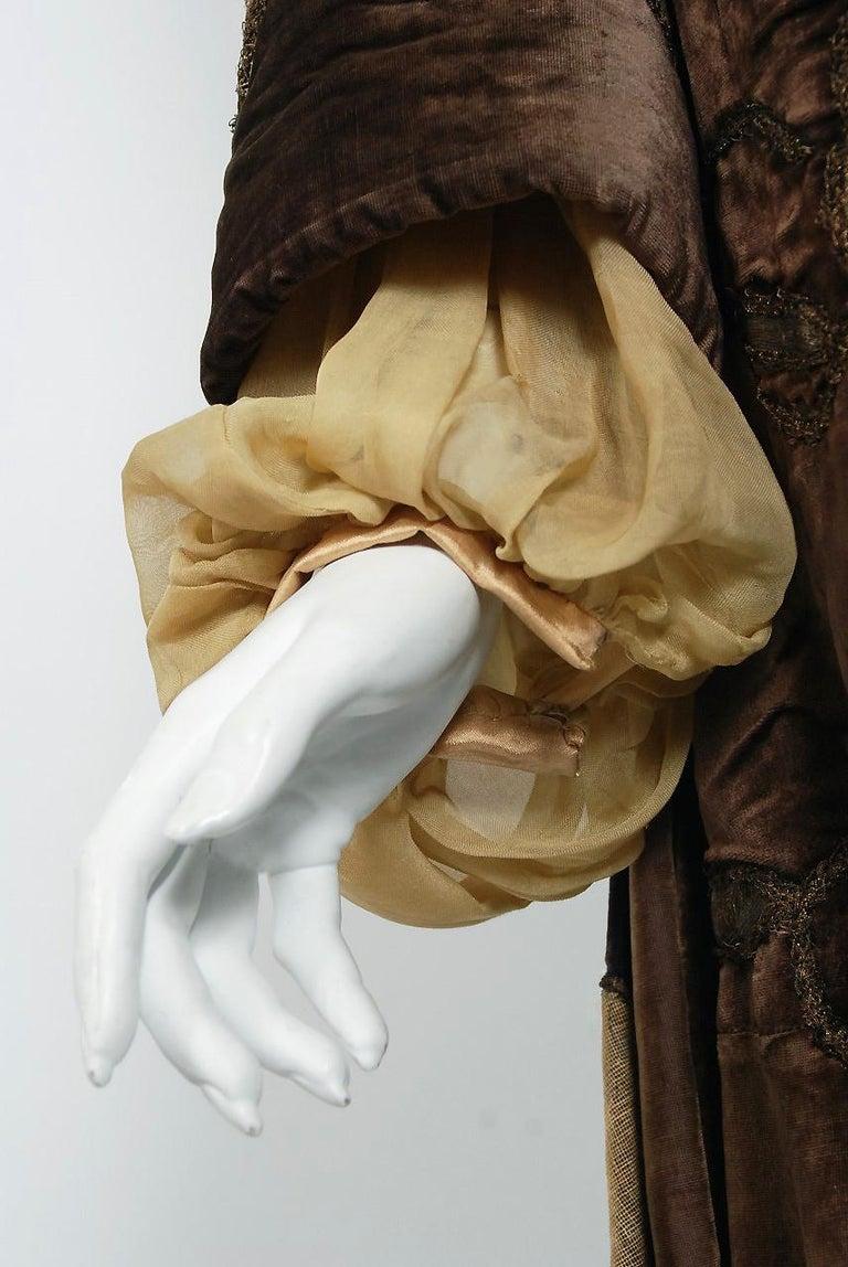 Antique 1910's Edwardian Brown Velvet & Gold Lamé Wide Cuff Theatrical Jacket  For Sale 1