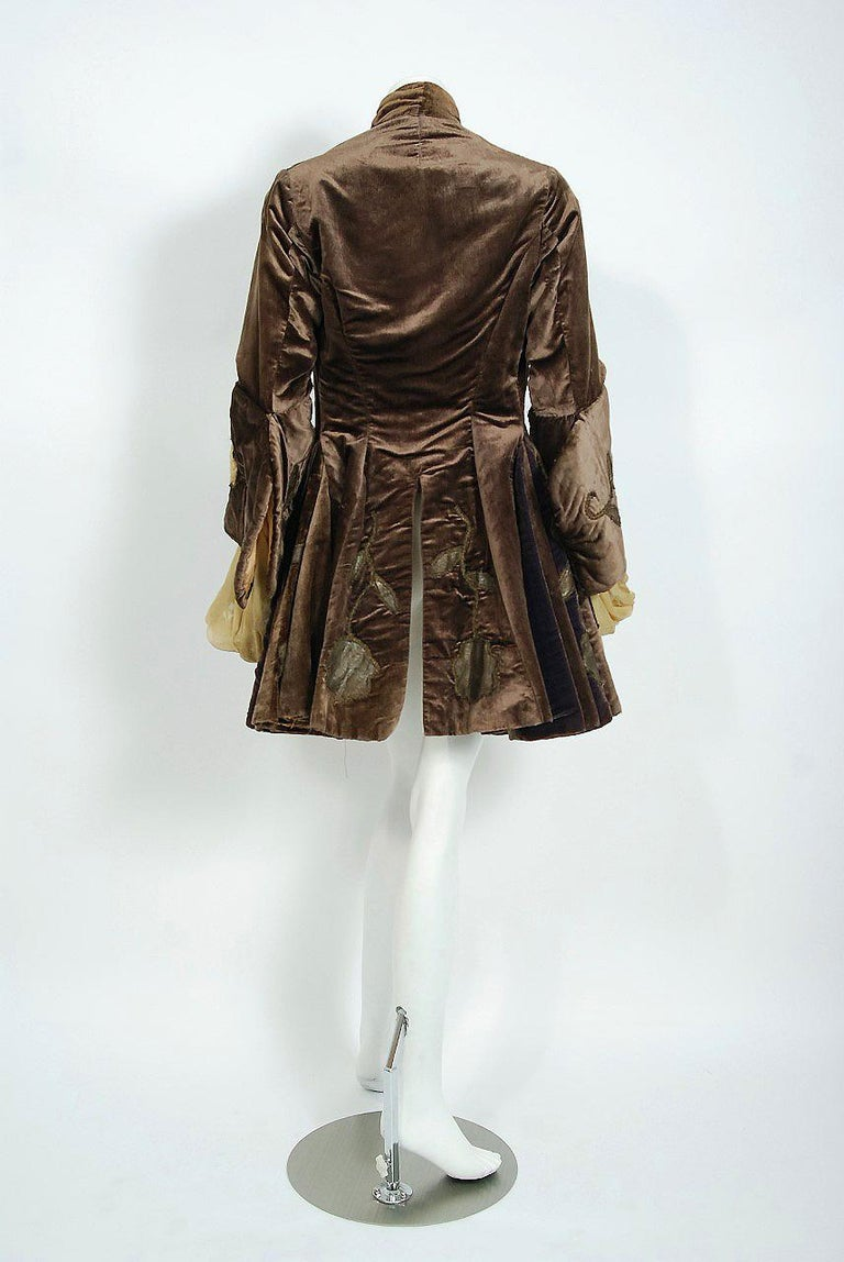 Antique 1910's Edwardian Brown Velvet & Gold Lamé Wide Cuff Theatrical Jacket  For Sale 2