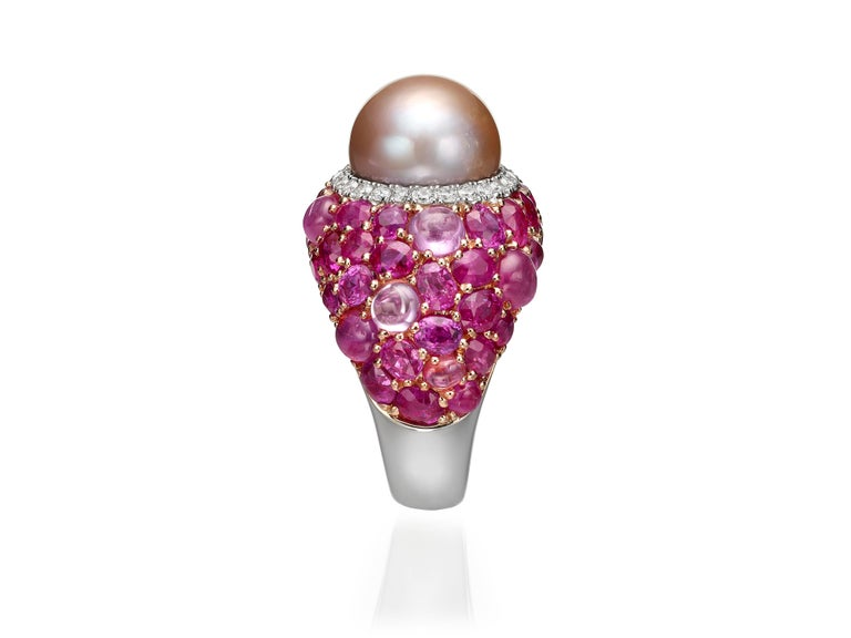 Round Cut 18.31 Carat Pink Pearl Pink Sapphire Ruby Diamond 18K Rose Gold Cocktail Ring For Sale