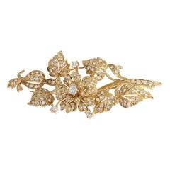 19.2 Karat Gold Brooch with 111 Diamonds '2.20ct'