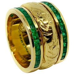 """19.2 Karat Yellow Gold and Emerald Hand Engraved """"Side-by-Side turn"""" Ring"""