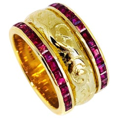 "19.2 Karat Yellow Gold and Rubi Hand Engraved ""Side-by-Side turn"" Ring"