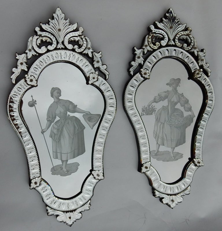 Pair of Venetian mirrors with elegant women decor in glass under setting, circa 1940, good condition.