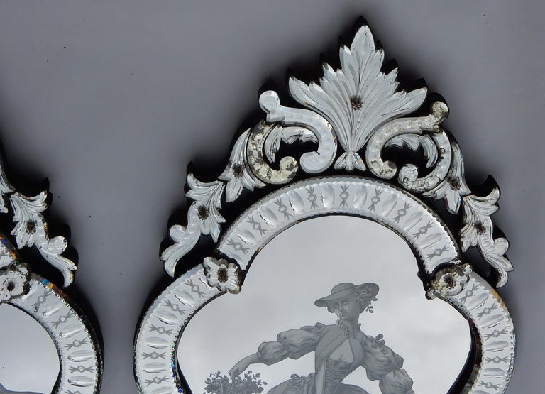 Italian 1920-1940 Pair of Mirrors with Elegant Women For Sale