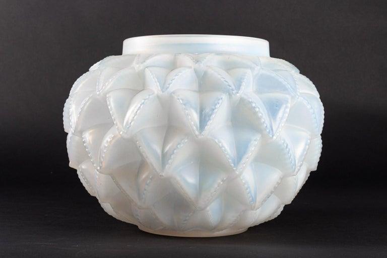 1920 Original René Lalique Languedoc Vase in Opalescent Glass, Leaves For Sale 1