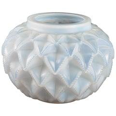 1920 Original René Lalique Languedoc Vase in Opalescent Glass, Leaves