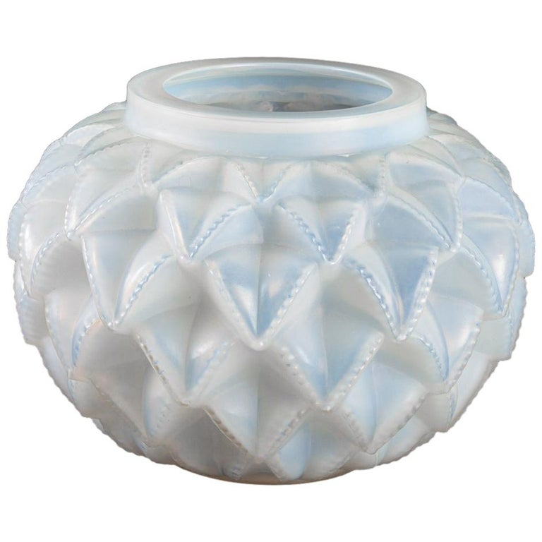 1920 Original René Lalique Languedoc Vase in Opalescent Glass, Leaves For Sale