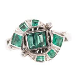 1920s 0.75 Carat Colombian Emerald and 18 Karat White Gold Bypass Ring