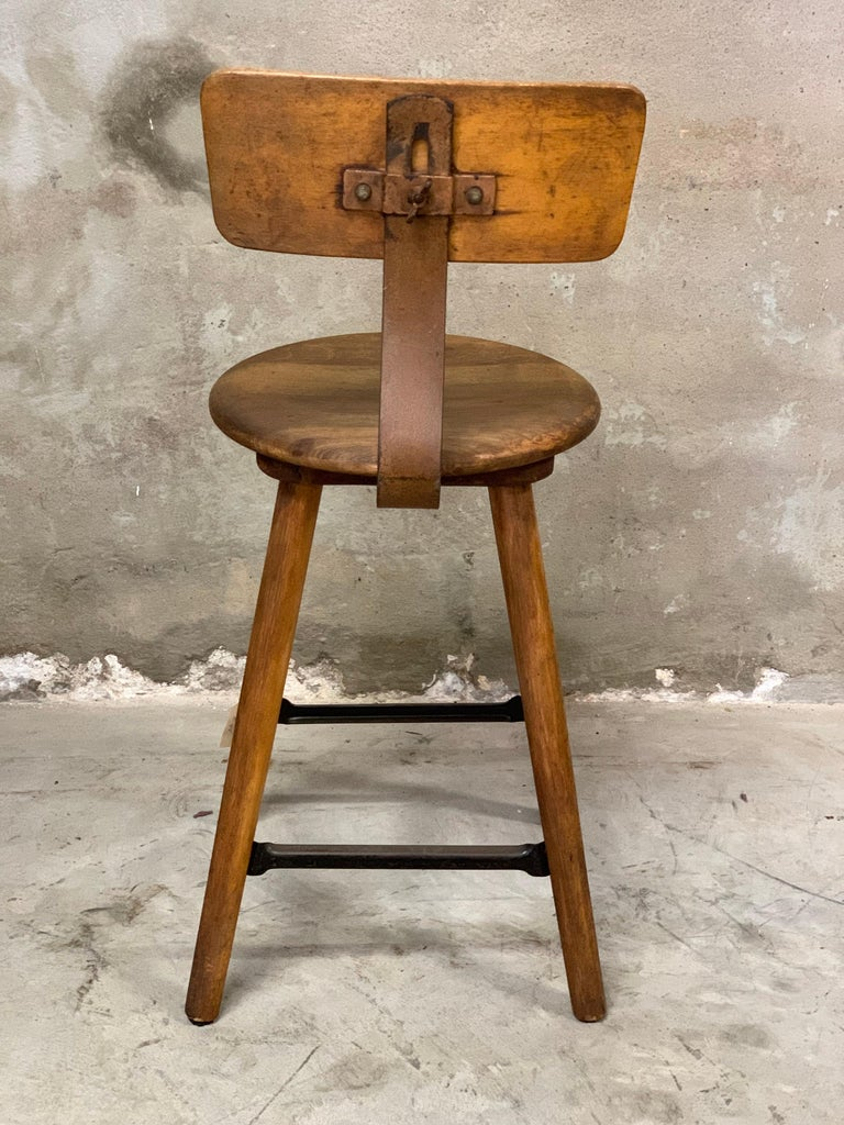 1920s Ama Wooden Stool with Metal Frame, Industrial In Good Condition For Sale In Hoogeveen, NL