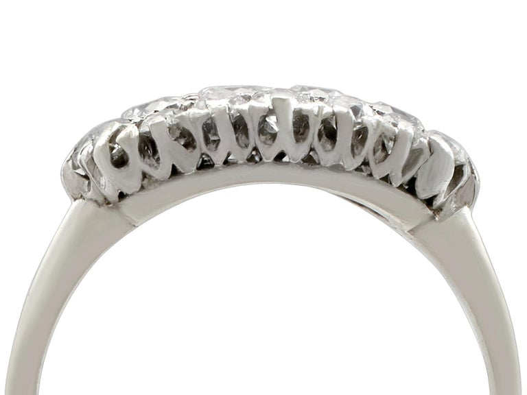 1920s Antique Diamond and Platinum Cluster Ring In Excellent Condition For Sale In Jesmond, Newcastle Upon Tyne