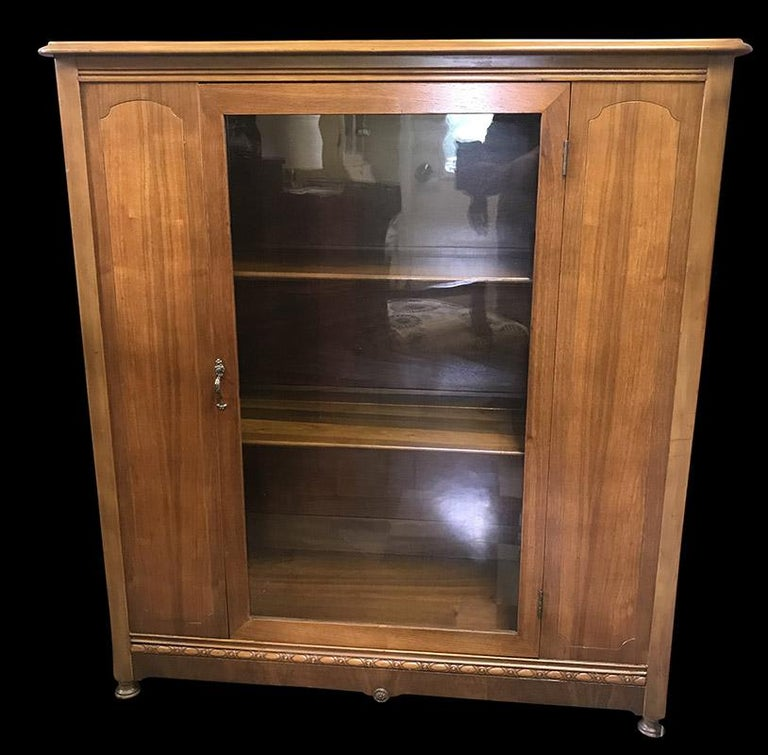 1920s Antique Wood and Glass Single Door Bookcase For Sale 3