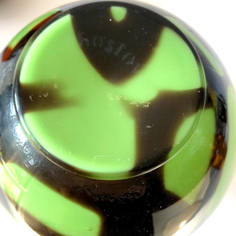 1920s Art Deco Czechoslovakian Bohemian Webbed Art Glass Ball Vase Collection For Sale 5