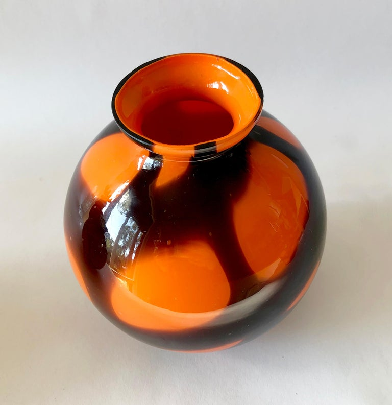 Early 20th Century 1920s Art Deco Czechoslovakian Bohemian Webbed Art Glass Ball Vase Collection For Sale