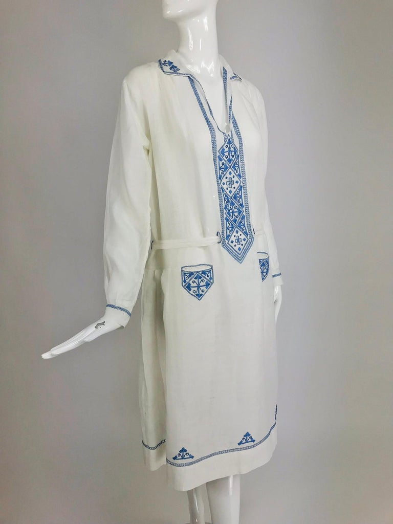 1920s Arts and Crafts Hand Embroidered Blue and White Linen Day Dress For Sale 6