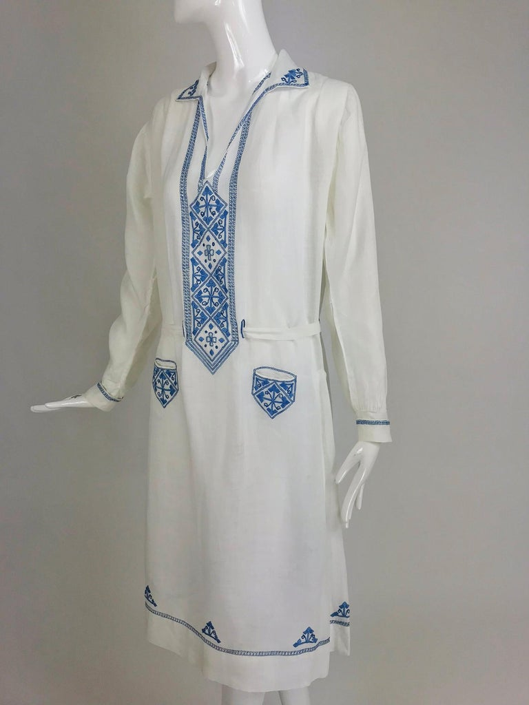 1920s arts and crafts embroidered blue and white linen day dress. This is such an amazing example of the ethnic trend of early 20th century women's fashion worn by artists and the avant garde, this style was beautifully hand embellished, loose and