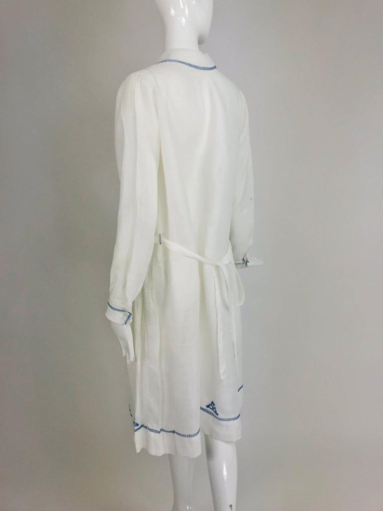1920s Arts and Crafts Hand Embroidered Blue and White Linen Day Dress For Sale 2