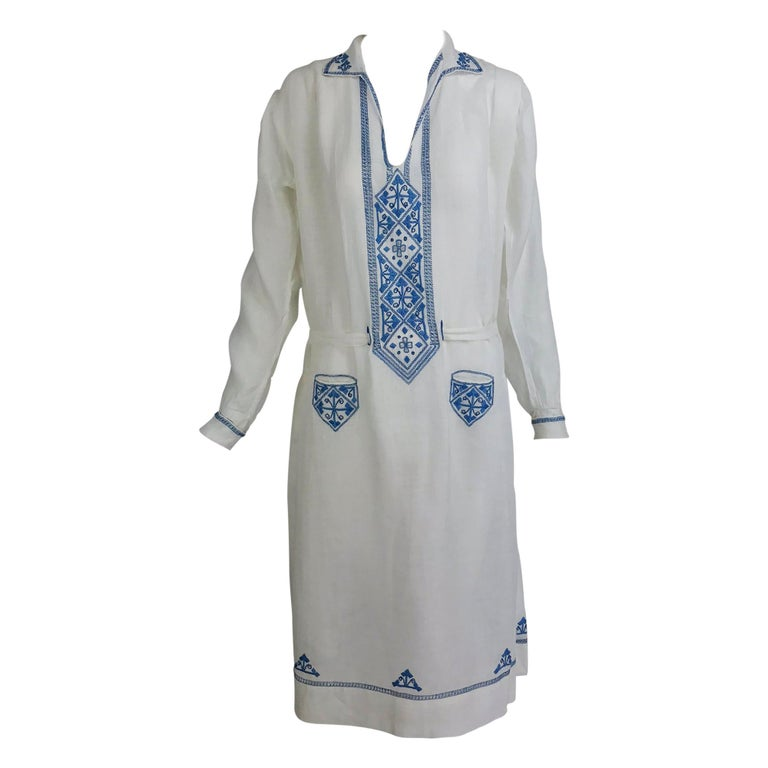 1920s Arts and Crafts Hand Embroidered Blue and White Linen Day Dress For Sale