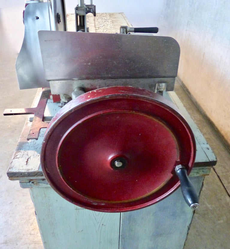 1920s Cast Iron Hand Crank Meat Slicer In Good Condition For Sale In Surrey, BC